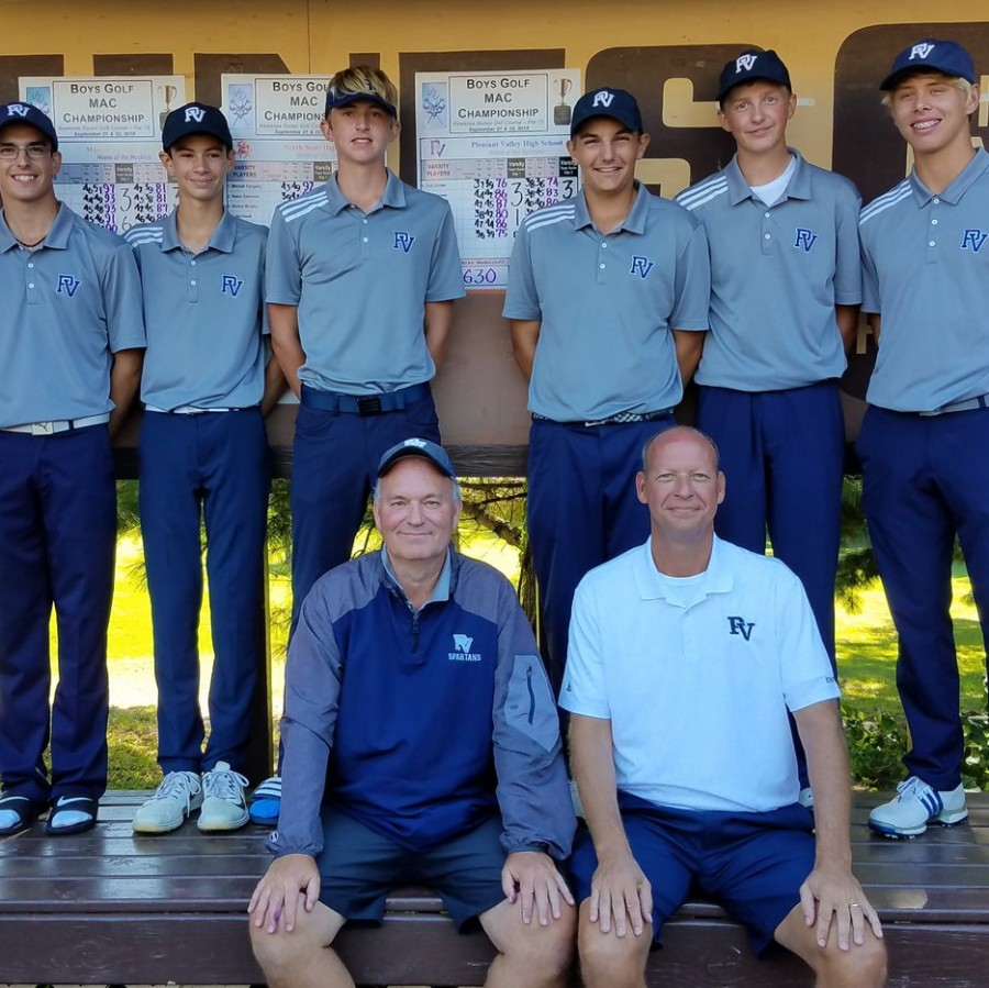 The+Pleasant+Valley+boys+golf+team+poses+after+winning+MAC.