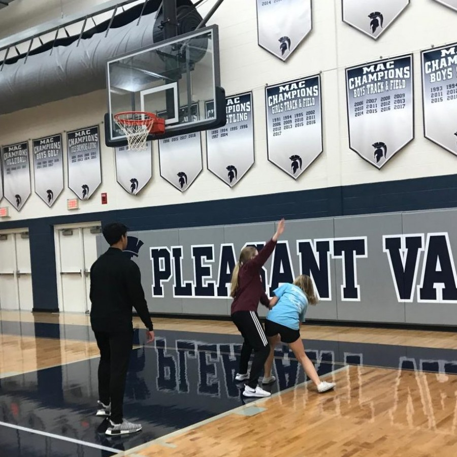 Students+play+a+game+of+basketball%0A