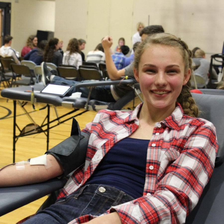 Current+senior+Alyssa+Paulson+donating+at+last+years+Spartan+Assembly+blood+drive.