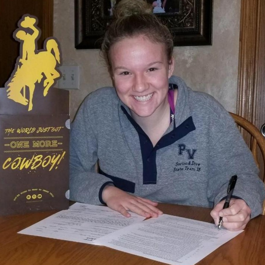 Libby+Staver+signing+her+NLI+papers+to+University+of+Wyoming