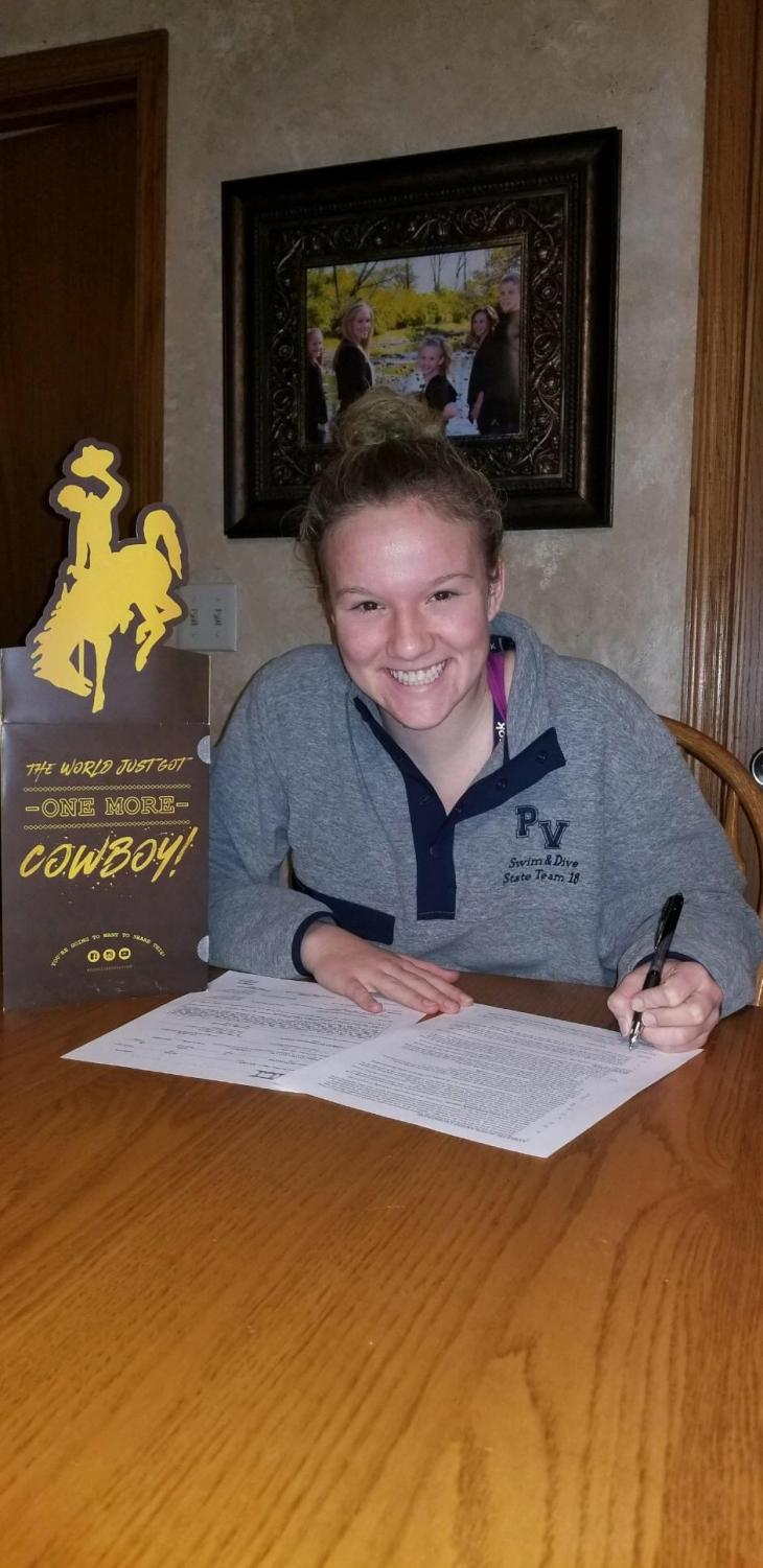 Libby Staver signing her NLI papers to University of Wyoming