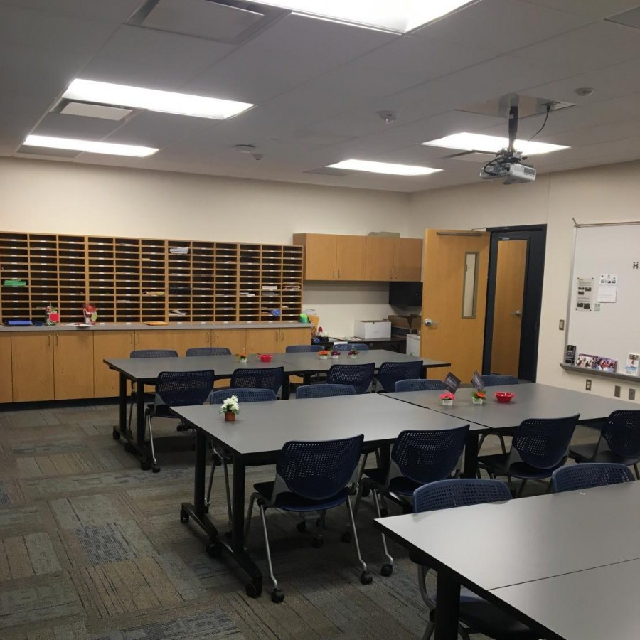 The+teachers+lounge+is+filled+with+movable+tables+and+chairs+so+the+room+can+be+rearranged+easily.+%0A