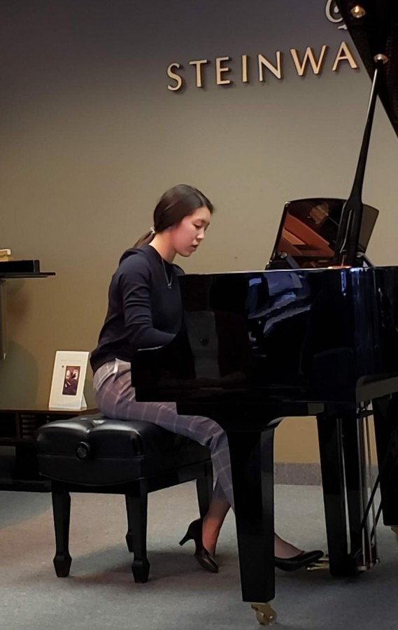 Christina+Li+playing+the+piano+at+a+preparatory+recital+for+a+competition.+