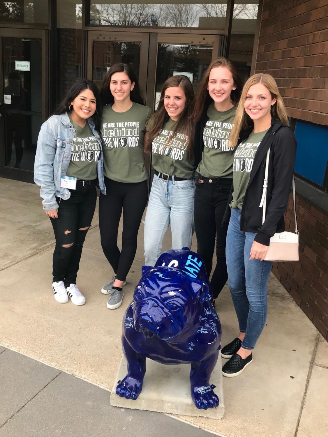 Angela Pandit, Ella Litchfield, Grace Halupnik, Maddy Licea, and Lily Williams pose with Drake University's bulldog outside of the Leadership and Innovation in Journalism Conference.