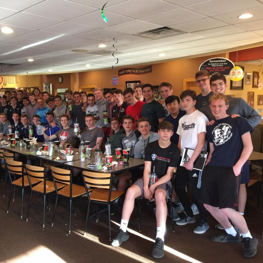 Pictured+is+the+PV+boys+soccer+team+at+a+team+dinner+at+Happy+Joes.
