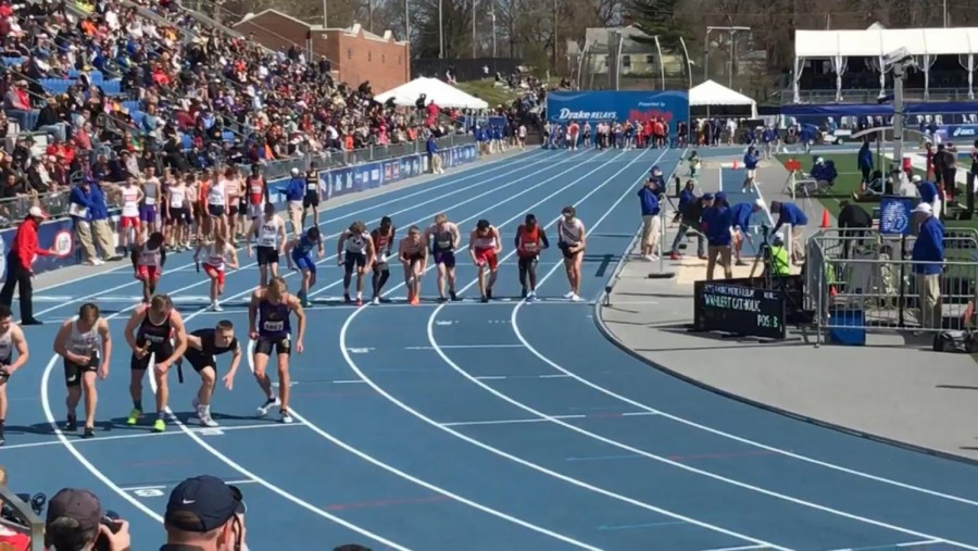 High+school+athletes+line+up+for+the+4x800+meter+relay+during+the+2018+Drake+Relays.