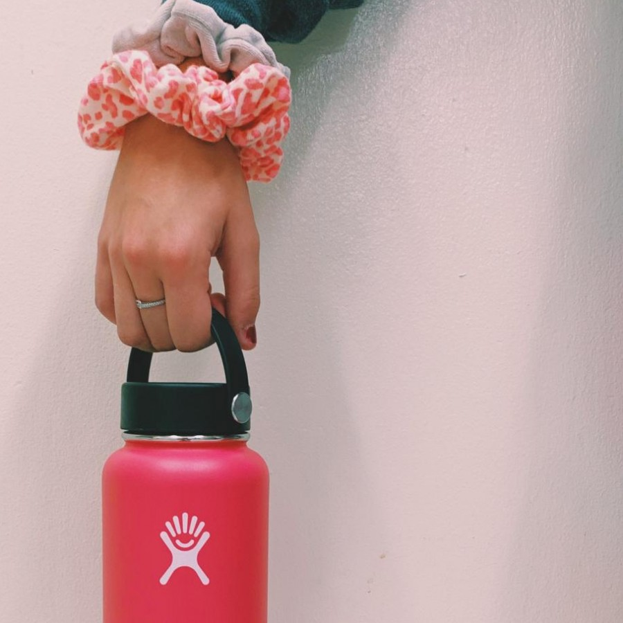 Ava+Sorgenfrey+gathers+her+hydro+flask+and+scrunchies%2C+two+essentials+which+help+to+characterize+the+stereotypical+%22VSCO+girl.%22
