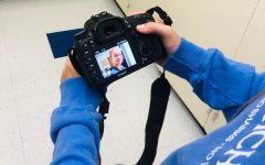 Photographer analyzes photo of senior.