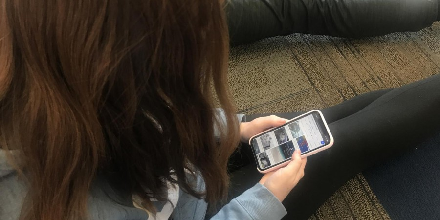Senior Kelsey Murphy looking at the earthquake photos in Jamaica to see the recent damage done to Montego Bay.