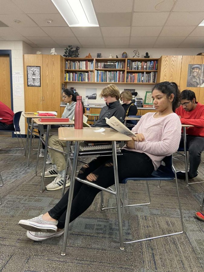 Students partake in reading for 15 minutes during their SSR time in Don Frys class.