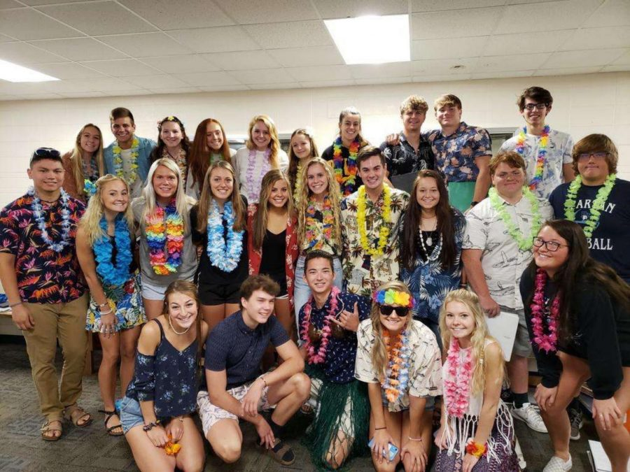 Seniors come together and pose on a Hawaiian themed spirit day.
