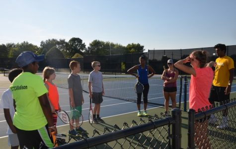 """2018 graduate Lily Feldman completes her volunteer hours helping with """"Let's Play It Forward""""."""