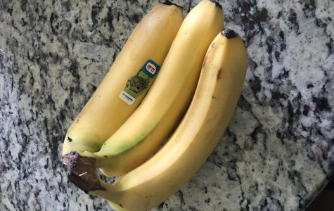 Hy-Vee is giving out 32,000 bananas to those in need.