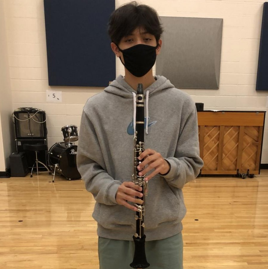 Marching+during+a+%E2%80%9CBandemic%E2%80%9D-++Junior+Gavin+Pangan+plays+his+clarinet+during+a+socially-distanced+rehearsal.%0A