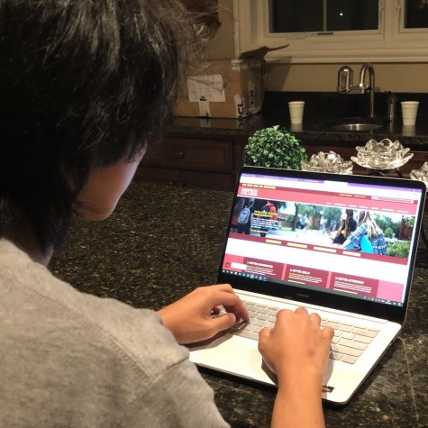 Senior Sandro Xiao researches the website of Simpson College on Sept. 20, searching for answers to his questions about admission for the 2021-2022 school year.