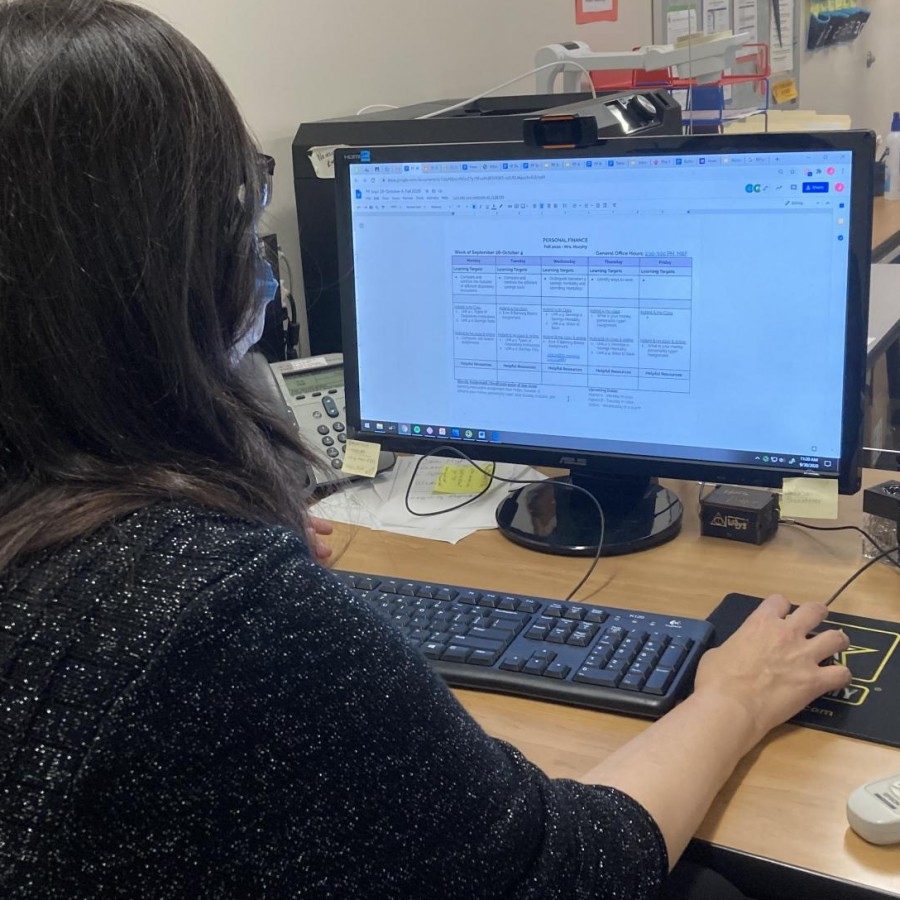 Business teacher Janene Murphy navigates through Google products to create a calendar for the week.