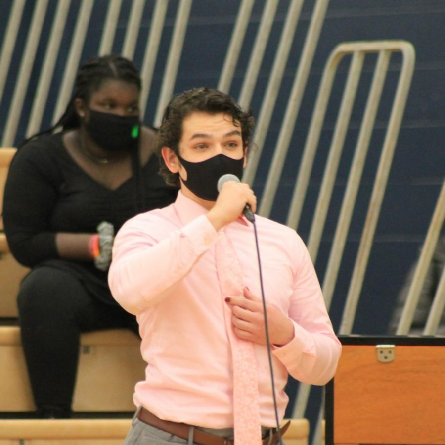 Cody+Connors+sings%2C+masked+up+and+distanced%2C+during+his+jazz+choir+performance+at+Pleasant+Valley%E2%80%99s+annual+district+choral+festival.+