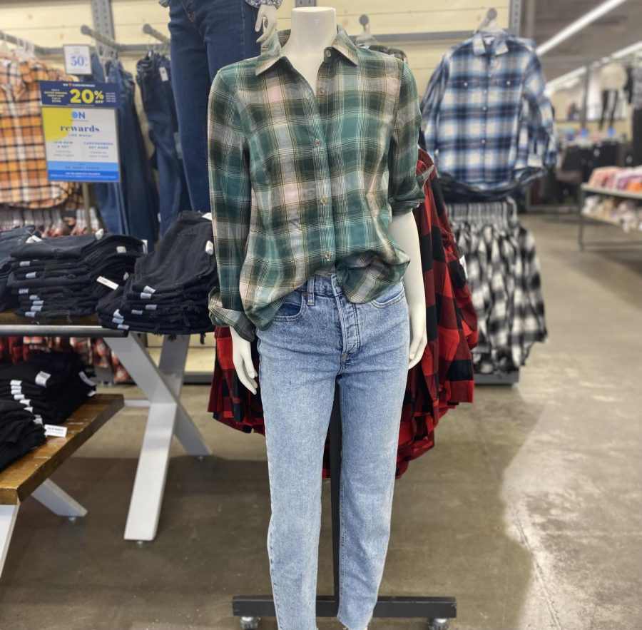 Mannequins at Old Navy model oversized plaid shirts and loose jeans, trends from the 90s that are resurging today.